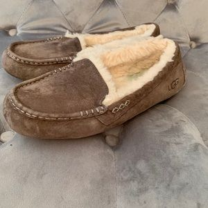 Women's Ugg Taupe Slippers House Shoes Size 10